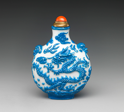Frasco de rapé con dragón persiguiendo una perla llameante