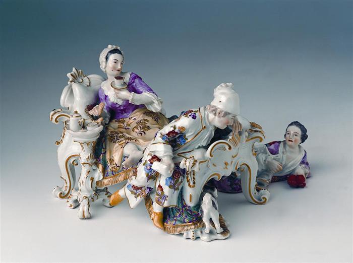 "Manufactura de Meissen, ""El amante descubierto"", modelado por Johann Joachim Kändler."