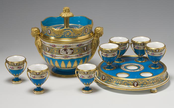 """Manufactura Real de Sèvres, enfriador y copas para helado del """"servicio de los camafeos"""", 1778-1779."""